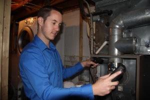 energy expert assessing home performance
